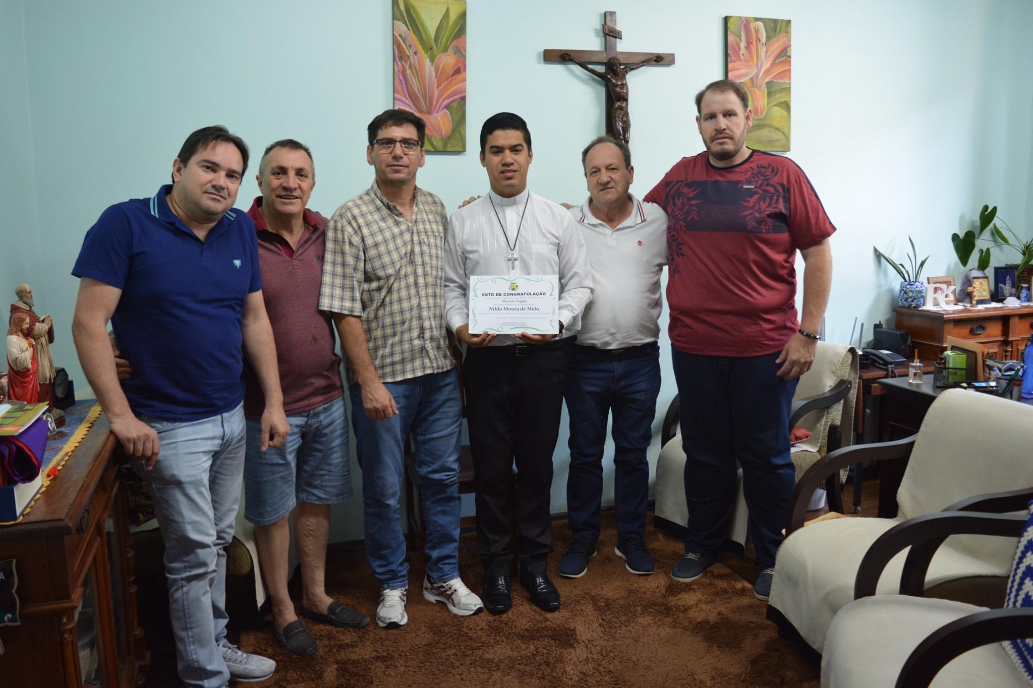 Pe. Nildo Moura de Melo recebe Voto de Congratulação